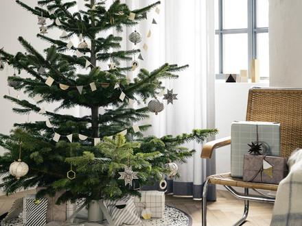 ferm living Christbaumständer und Messing Ornament