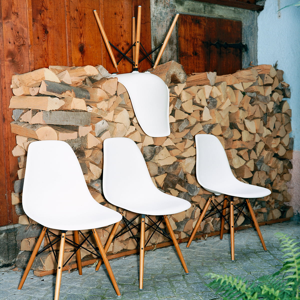 eames plastic side chair dsw. Black Bedroom Furniture Sets. Home Design Ideas