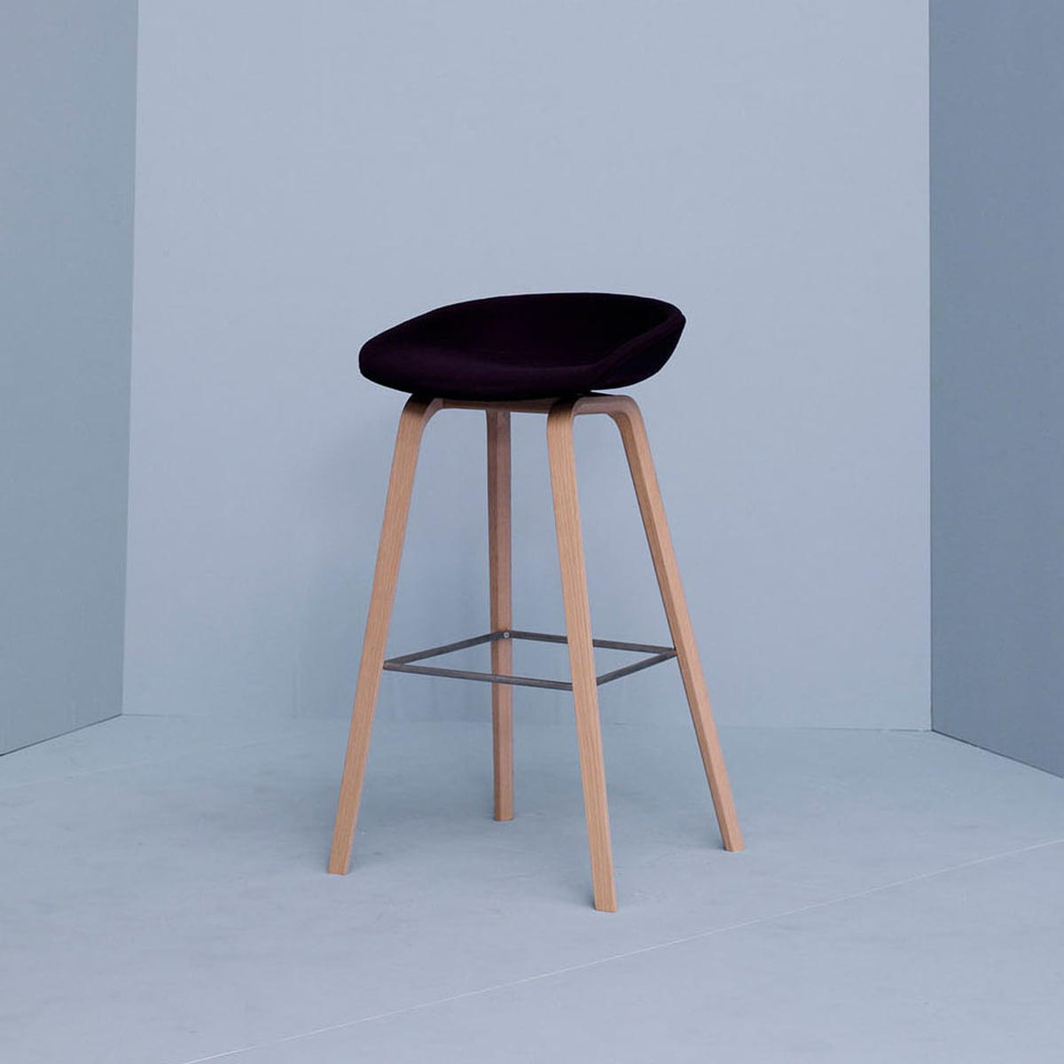 About A Stool Aas 32 Von Hay Connox Ch