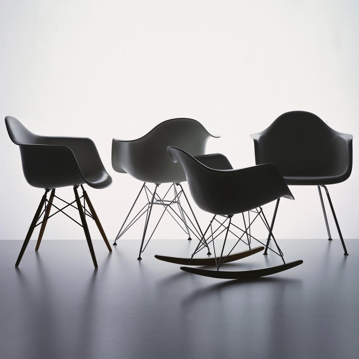 Eames Plastic Armchair, Basalt Von Vitra In Der Gruppe Mit Verschiedenen  Untergestellen
