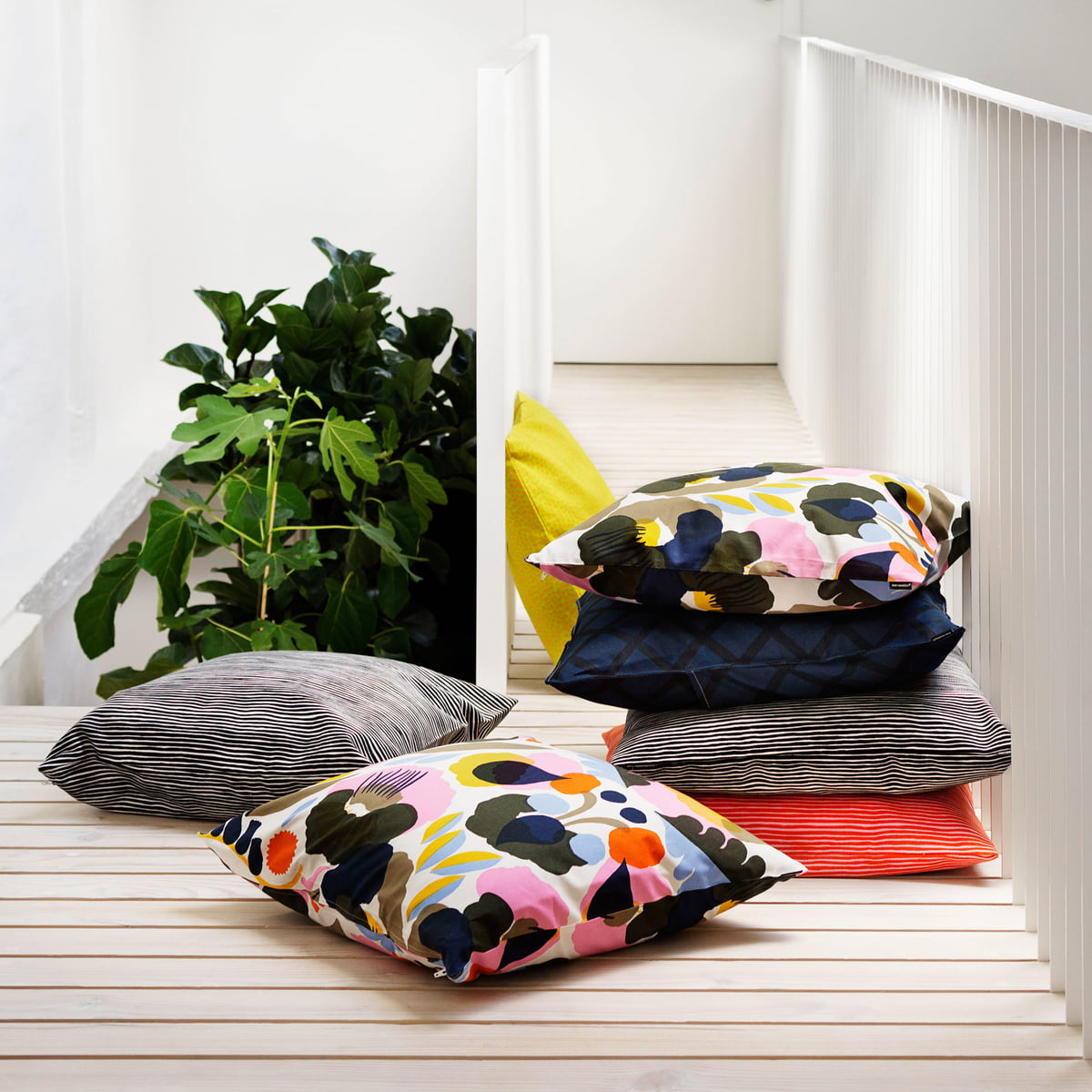 varvunraita kissenbezug von marimekko bei. Black Bedroom Furniture Sets. Home Design Ideas