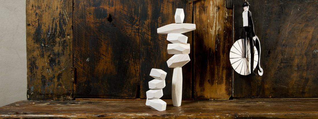 Die Balancing Blocks von Areaware sind Holzblöcke in verschiedenen Grössen. Stapelt man die Blöcke beliebig übereinander, entsteht eine ungewöhnliche Skulptur.