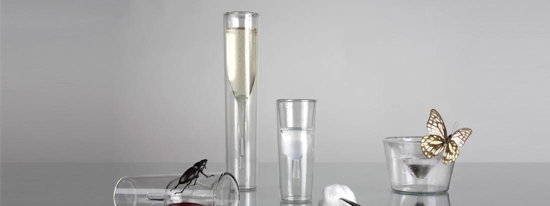 Die Gläser von Charles & Marie heben sich von den Designs gewöhnlicher Gläser ab. Das InsideOut Champagner Glas und das Martini Glas wurden optisch von Innen nach Aussen gekrempelt.