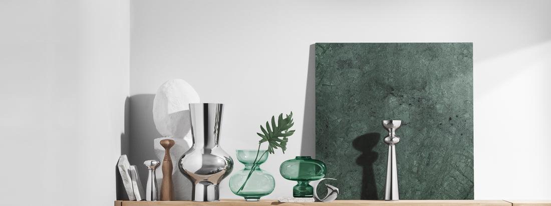 Das Unternehmen des dänischen Silberschmieds Georg Jensen designt unter anderem edle Accessoires. Die Alfredo Glasvase sticht besonders durch die kugelige Form hervor.