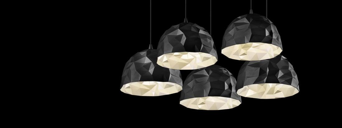 Die Marke Diesel Living stellt Lampen und Möbel her. Die Rock Pendelleuchte wurde in Steinoptik designt und beeindruckt mit den unterschiedlichen Schattierungen.