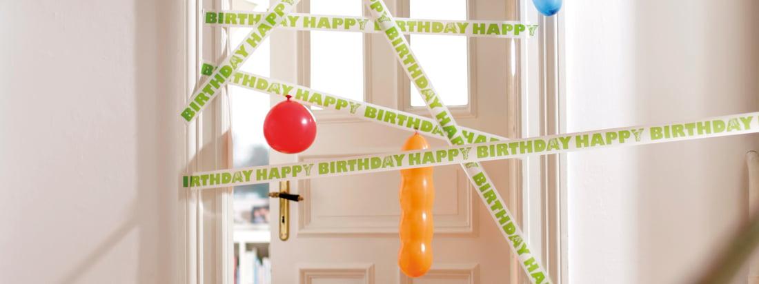 """Das deutsche Design-Unternehmen Donkey Products stellt originelle, humorvolle Produkte her. Z. B. Geschenkbänder mit unterschiedlichen Beschriftungen wie """"Happy Birthday""""."""