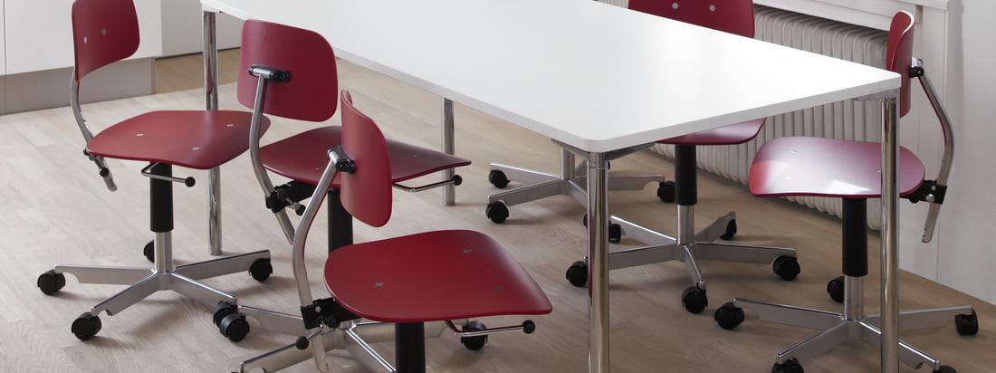 Engelbrechts ist ein dänischer Hersteller für Möbel. Der Kevi 2003 Bürostuhl besteht aus einer kompakten Sitzfläche aus Holz und einem Fusskreuz aus Aluminium.