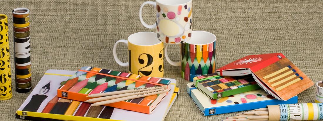 Eames Office vertreibt Produkte von den beiden Designern Charles & Ray Eames. Dazu gehört unter anderem Spielzeug wie das House of Cards Steckkartenspiel.