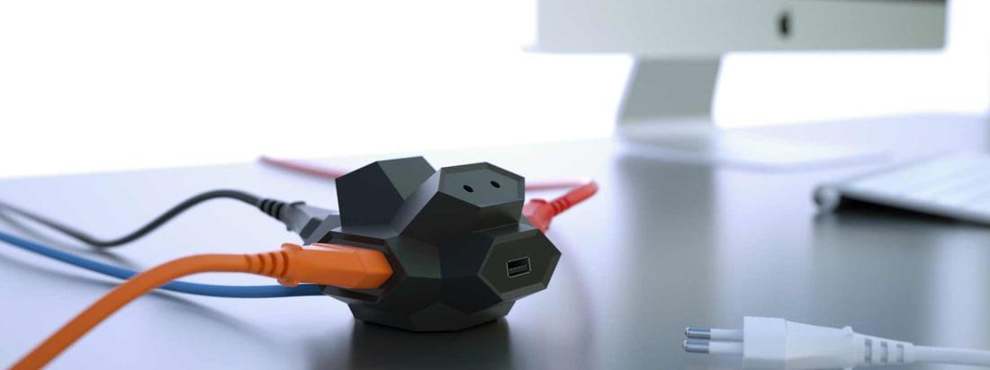 Das Unternehmen DiamondPlug hat sich auf die Herstellung von Steckdosen spezialisiert. Die elegante, schwarze USB-Mehrfachsteckdose erinnert mit der Form an einen Diamant.