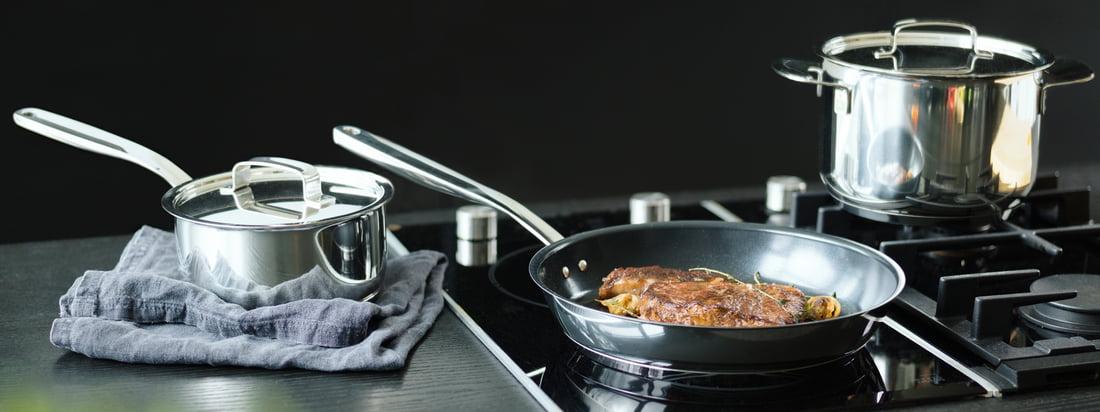 Hochwertiges Kochgeschirr vom finnischen Hersteller Fiskars im Online-Shop kaufen - z. B. Pfanne und Kochtopf aus der All Steel Serie. Für ein unvergessliches Kocherlebnis!