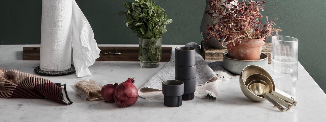 Wenn man funktionales Design mit einem verspielten Touch sucht ist man bei ferm Living aboslut richtig. Die Küchen Kollektion des Designstudios ist deshalb genau so vielfältig, edel und praktisch wie die anderen Designobjekte des dänischen Herstellers.