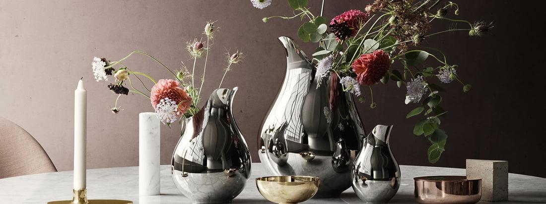 Die Ilse Vase, hergestellt von Georg Jensen, ist eine edle Dekoration für den Tisch. In Kombination mit verschiedenen Grössen wirkt die metallische Blumenvase besonders prunkvoll.