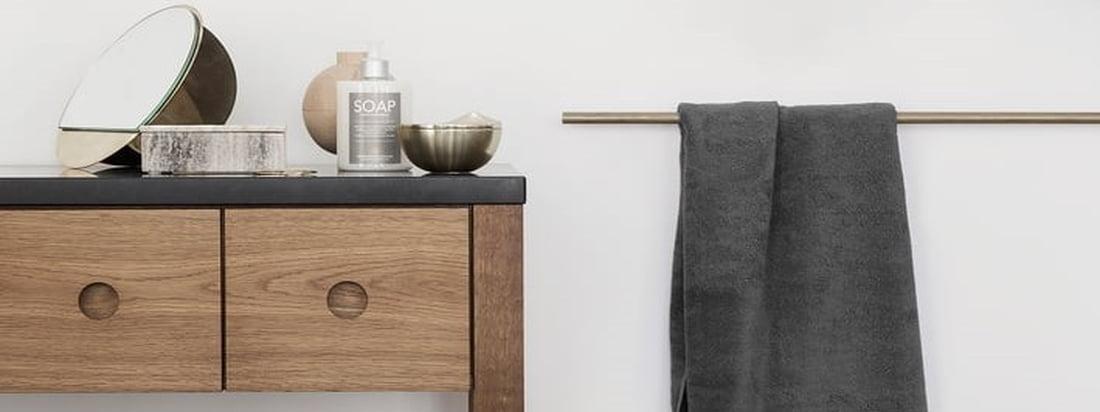 Das schlichte Badetuch aus der Terry Handtuch-Serie von Georg Jensen Damask, welches in verschiedenen klassischen und auch saisonalen Farben erhältlich ist, macht sich toll im Badezimmer.