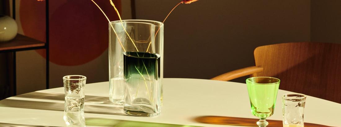 Zusammen aber auch einzeln sorgen die Vasen für einen Hingucker im Wohnbereich. Einzelne Blumen aber auch grosse Sträusse und Blätter kommen in den Vasen toll zur Geltung.