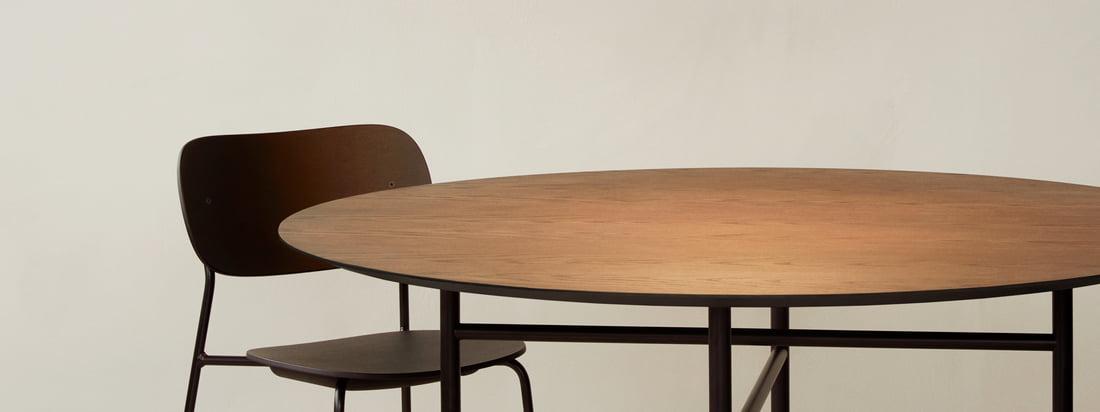 Die Circular Pendelleuchte von Menu dient über dem Esstisch, zum Beispiel dem Snaregade Tisch, als toller Blickfang und natürlich auch als eine gute Lichtquelle.