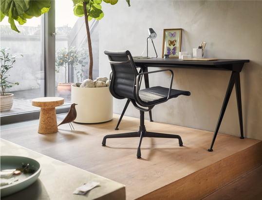 Hier finden Sie unsere Bürostühle, Schreibtische und Sekretäre...