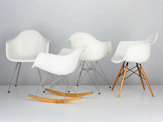 Ohne Zweifel gehören die Plastic Chairs von Charles & Ray Eames zu den aussergewöhnlichsten Designstücken des 20. Jahrhunderts. Kombiniert mit verschiedenen Untergestellen entstehen Stühle mit unterschiedlichen Charakterisitka.