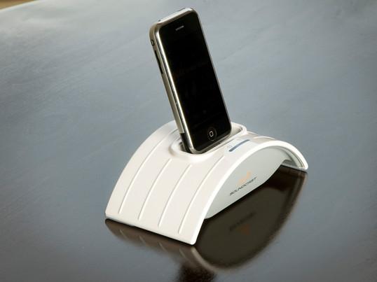 Der spritzwasserfeste und akkubetriebene iCast Sender ICT-121a von Soundcast ist ein mobiles Lautsprecher-System, mit dem Sie zusätzlich Ihren iPod laden können.
