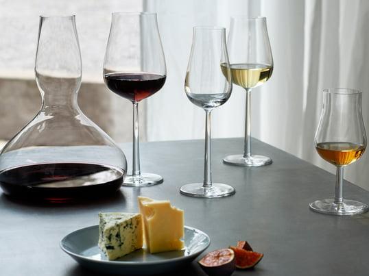 Die Essence Plus Gläser vom finnischen Hersteller Ittala wurden von Alfredo Häberli designt. Gerade ihre weichen Linien und geschwungenen Formen zeichnen sie aus.