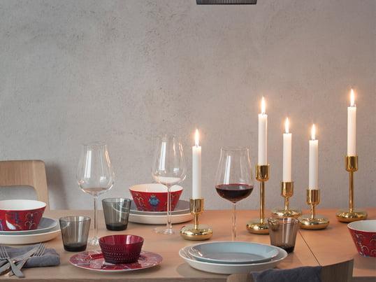 Die Taike Geschirrserie vom finnischen Unternehmen Iittala ist mystisch und farbenfroh. Das äusserst dekorative Muster wurde von Klaus Haapaniemi entworfen.