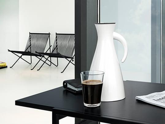 Die Isolierkanne von Eva Solo ist sowohl für den Eva Solo Teefilter als auch für den Kaffeefilter ausgelegt und kann mit jeder Art von heissen und kalten Getränken gefüllt werden.
