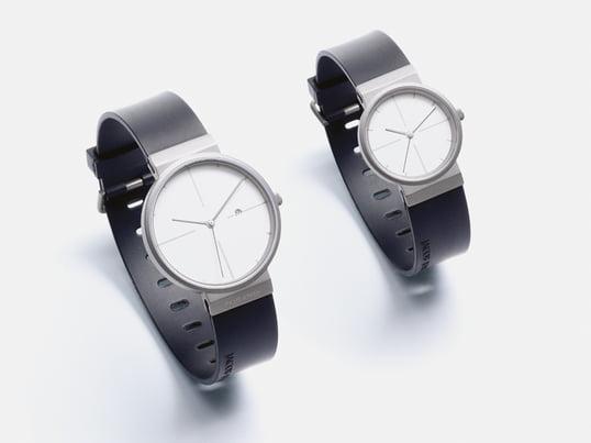 Die Armbanduhren der Titanium Kollektion von Jacob Jensen überzeugen durch einfaches und funktionales Design, ein harmonisches Zusammenspiel von matten und glänzenden Oberflächen sowie durch klare Ziffern für die Zeitanzeige.