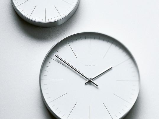 Für jeden Raum gibt es die passende Wanduhr, wie z.B. die klassische Wanduhr Max Bill von Junghans. Die Max Bill Uhr ist auf das Wesentliche reduziert und verleiht den eigenen vier Wänden eine individuelle Note.