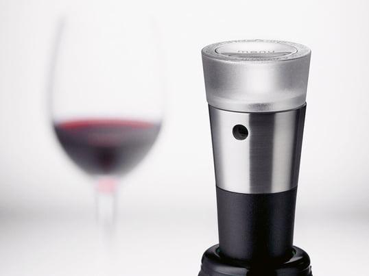 Der Menu Vakuumverschluss aus der Weinserie Vignon verlängert die Haltbarkeit des Weines nach dem Öffnen. Zu der Serie gehören, neben dem angebotenen Vakuumverschluss ein Dekantierungsausgiesser, ein Folienschneider und ein Korkenzieher.