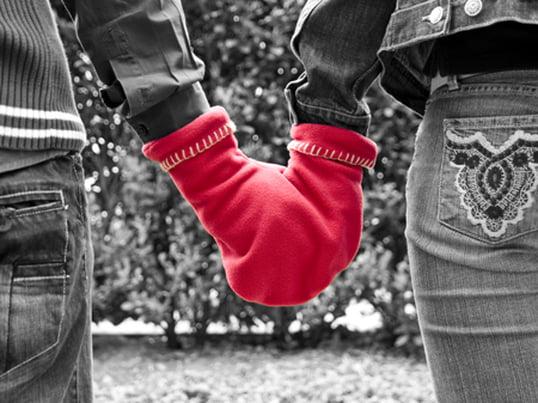 Der Glovers von Radius Design ist der Partnerhandschuh. Das Wort Glovers ist übrigens eine Kombination aus Glove und Love. Er hält nicht nur zusammen, sondern zusammen warm!