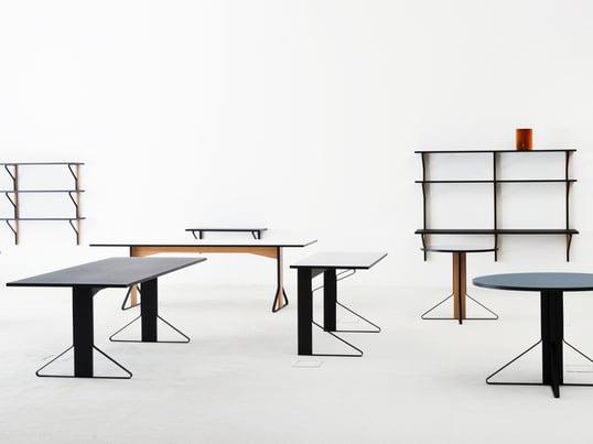 Die Kaari Kollektion umfasst eckige und runde Tische in zwei Grössen, einen Schreibtisch, eine Wandkonsole sowie mehrere Regale in unterschiedlichen Grössen.