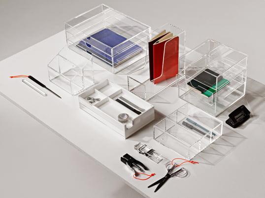 Mit den richtigen Ablagen lässt sich der Papierberg schnell und sinnvoll verstauen, sodass Platz bleibt, um die schönen Scheren, Stifte und Tacker betrachten zu können.