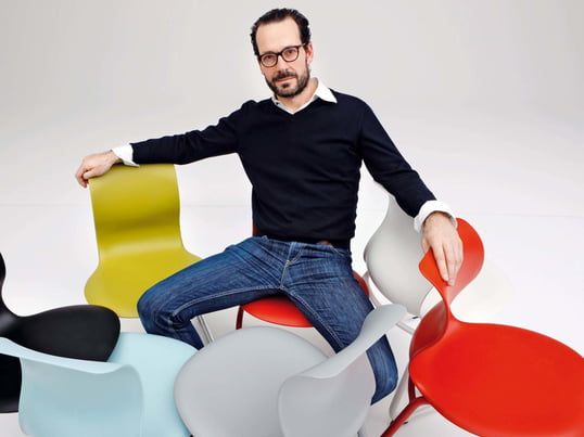 In verschiedenen Farben begeistert der Pro Stuhl 6 seine Fans und ist gleichzeitig noch sehr komfortabel. Ursprünglich für den Schulalltag konzipiert, findet man den Stuhl der Firma Flötotto ebenfalls oft in Konferenzräumen und Büros.
