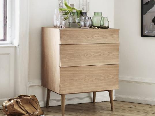 Design-Kommode klassisch in Holz. Die Muuto Reflect Kommode lässt sich gut mit modernen Materialien und Farben kombinieren. Aber auch in eine farbig ruhige Umgebung fügt sie sich bestens ein.