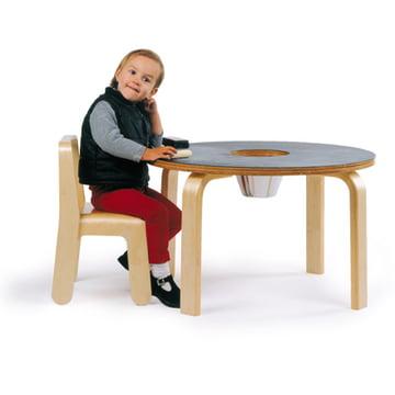 Offi - Kinder-Kreidetafeltisch mit Kind auf einem Look Me Kinderstuhl