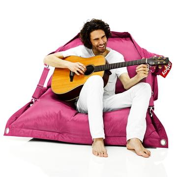 fatboy Outdoor, pink mit Mann und Gitarre