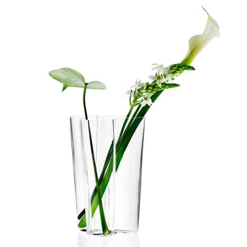 Aalto Vase mit Blume von Iittala
