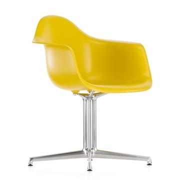 Eames Plastic Armchair DAL von Vitra in gelb mit Filzgleitern