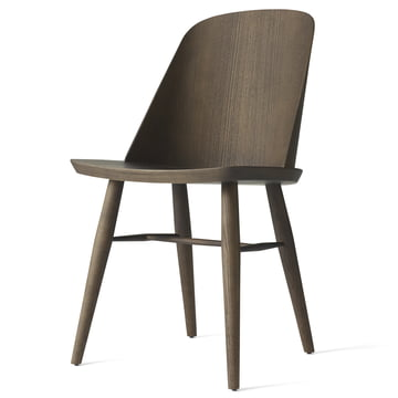 Der Synnes Dining Chair von Menu in dunkle Esche