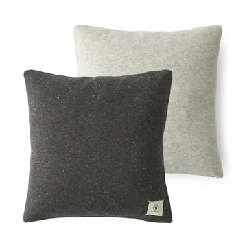 Das Color Pillow aus den Menu - Nepal-Projects in dunkelgrau / hellgrau