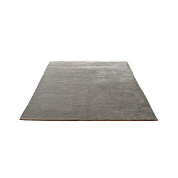 Der &Tradition - The Moor Rug AP5 mit einer Grösse von 170 x 240 cm in Grey Moss