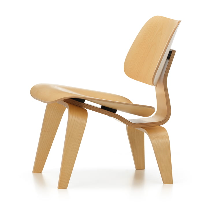 Der Vitra Plywood Group LCW in Esche natur