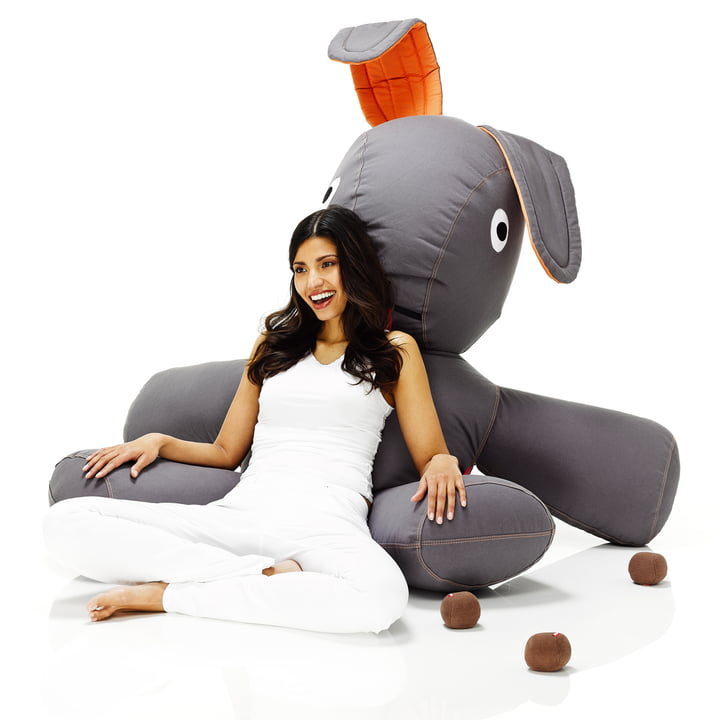 Fatboy, Kaninchen XS - Situation mit Frau, sitzend