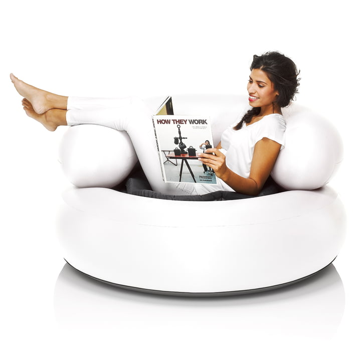 Fatboy - Inflatable Ch-air, weiss - mit Person