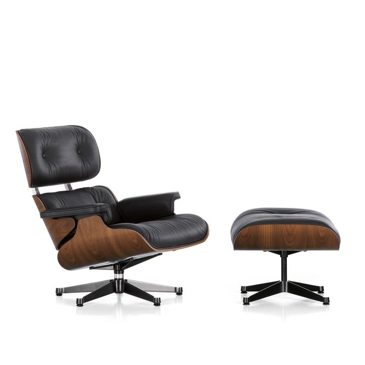 Vitra - Lounge Chair & Ottomann, Nussbaum schwarz pigmentiert, poliert / Seiten schwarz, Leder Premium schwarz, Filzgleiter (neue Masse)