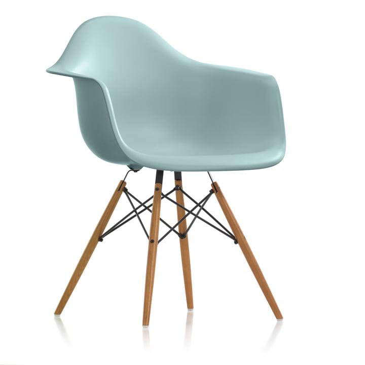 Der Vitra - Eames Plastic Armchair DAW (H 43 cm), Esche honigfarben / eisgrau, Filzgleiter weiss