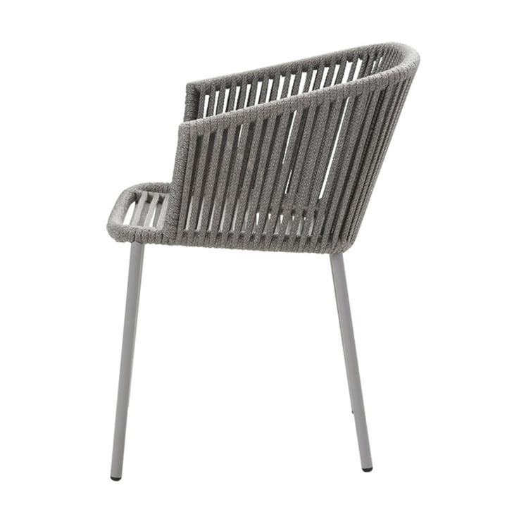 Moments Stuhl mit Armlehne (7440), Stapelbar von Cane-line in grau