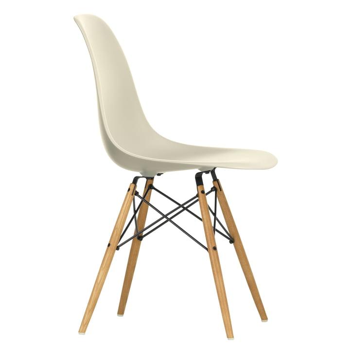 Eames Plastic Side Chair DSW von Vitra in Ahorn gelblich / hellgrau