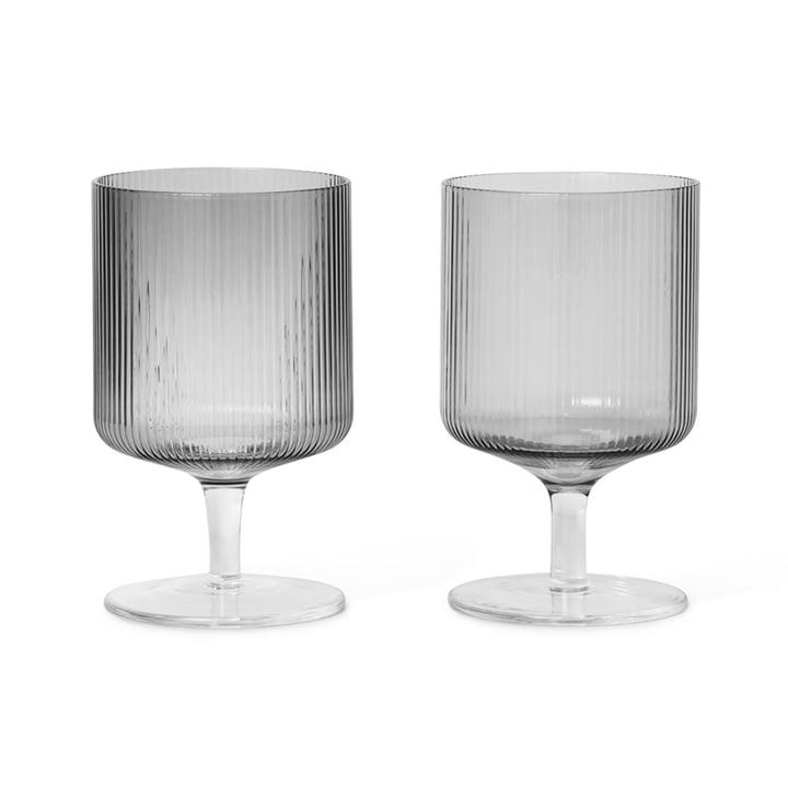 Ripple Weinglas von ferm Living in smoked grey (2er-Set)