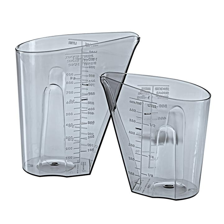 Das DOSIS Messbecher Set von Koziol, 0,5 l & 1 l, transparent grey (2er-Set)