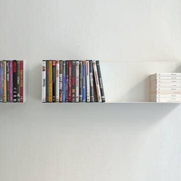 linea1 a Bücher- und DVD-Regal mit DVDs befüllt